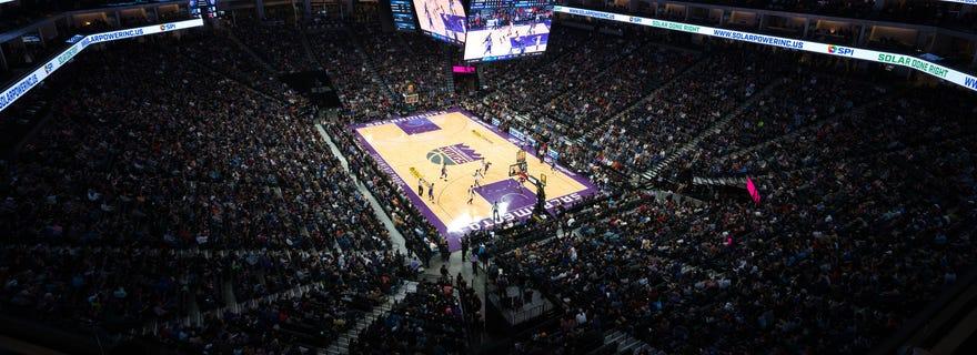 Los Angeles Lakers at Sacramento Kings at Golden 1 Center